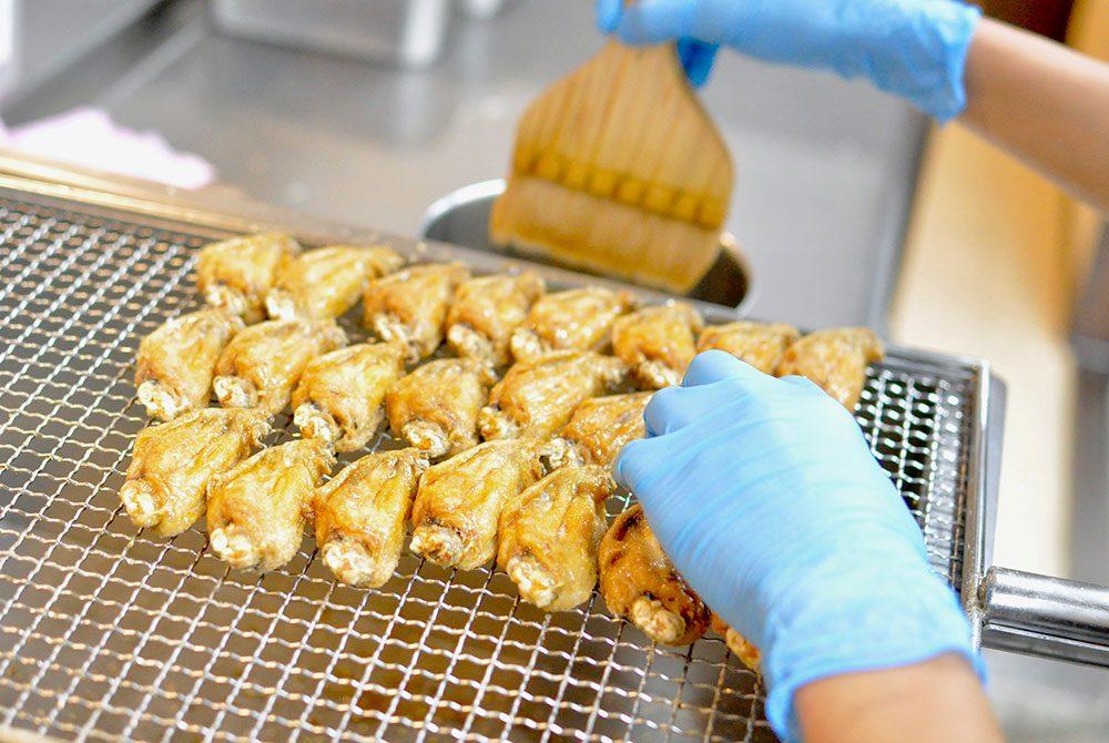 風来坊の手羽先唐揚げは、創業当時より一部の職人のみが、その味、伝統を生真面目に引き継ぎ続け、その美味しさを守り続けてきた自慢の一品です。